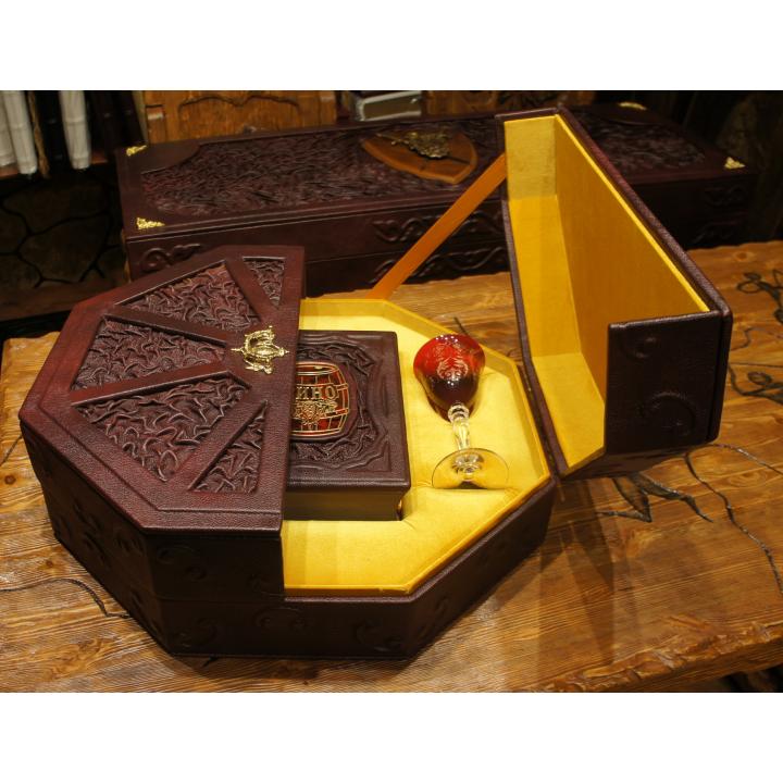 """Подарочный набор """"Вино"""" в коробе шкатулке +2 бокала"""